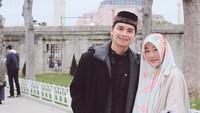 <p>Pernikahan Alvin dan Larissa Chou sempat menarik perhatian publik. Alvin, yang saat itu masih berusia 17 tahun, menikahi Larissa yang berusia 20 tahun dan baru jadi mualaf. (Foto: Instagram @alvin_411) </p>