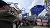 Ribuan suporter Inter Milan hadir dalam perayaan juara Serie A di Stadion Giuseppe Meazza, Sabtu (8/5).