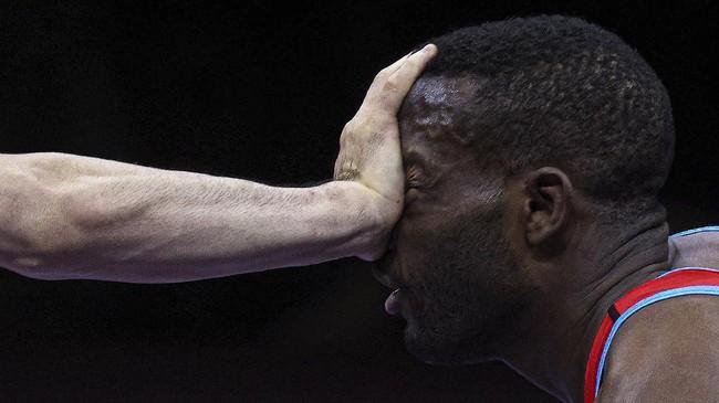 Poin menjadi buruan para atlet di berbagai arena pertandingan guna memuluskan langkah menjadi juara, seperti yang tertangkap dalam foto-foto pilihan kali ini.