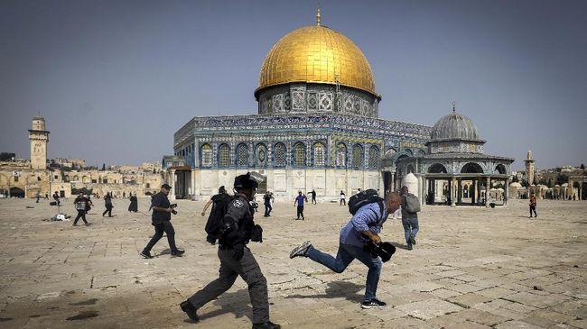 Warganet ramai-ramai mengutuk aksi brutal Israel yang menyerang Masjid Al-Aqsa dan warga Palestina jalur Gaza di bulan Ramadan.