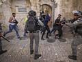FOTO: Bentrok Lanjutan Israel dan Warga Palestina di Al-Aqsa