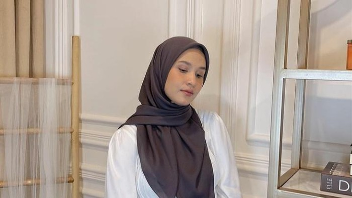 4 Gaya Hijab Segiempat Simple Tapi Cantik Saat Lebaran