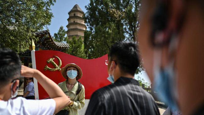 Bulan Juli ini, Partai Komunis China merayakan 100 tahun eksistensinya. Berbagai promosi wisata digelar di