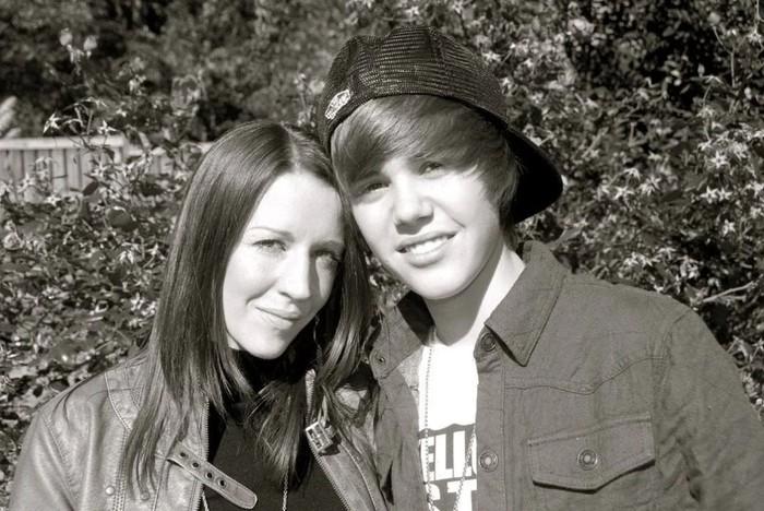 Justin Bieber melalui akun Instagramnya mengunggah foto masa awal kariernya sebagai penyanyi untuk mengucapkan terima kasih kepada sang ibu atas segala pengorbanannya selama ini. (Foto: instagram.com/justinbieber)