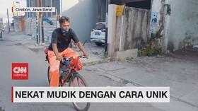 VIDEO: Nekat Mudik Dengan Mengayuh Sepeda