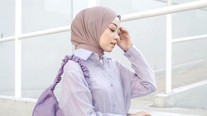 Fresh and Shining, Ikuti 5 Ide Outfit Lilac Super Simpel untuk Hijabers