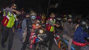 Emosi Pemudik dan Polisi di Balik Aturan Penyekatan Mudik