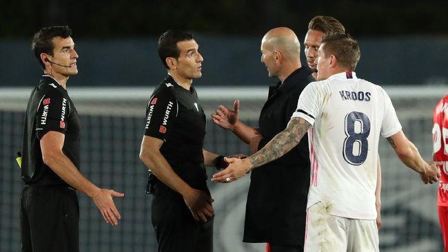 Real Madrid batal mendapat tendangan penalti dan malah justru dihukum penalti dalam duel lawan Sevilla di Liga Spanyol.