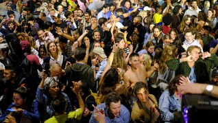 Lockdown Dicabut, Ratusan Pemuda Spanyol Pesta Tanpa Masker