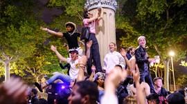 FOTO: Riuh Warga Spanyol Rayakan Kebebasan Jam Malam