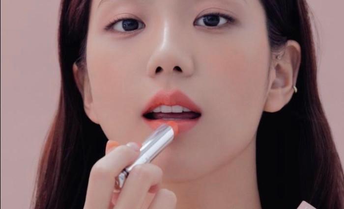 1. Jisoo (Blackpink) - Dior / foto: harpersbazaar.co.kr