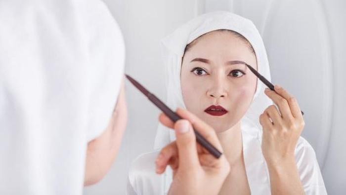 Cantik ala Korea, 5 Rekomendasi Pensil Alis Korea Ini Cocok untuk Pemula dan Remaja