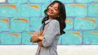 <p>Sudah tak jadi artis cilik, kini penampilan Amel Carla sukses bikin pangling lho, Bunda. Ia kini tampil dewasa bak remaja usia 19 tahun pada umumnya. (Foto: Instagram: @amelcarla)</p>