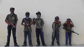 FOTO: Bocah-bocah Meksiko Angkat Senjata Lawan Kartel Narkoba