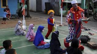 FOTO: Cerita Yahya, 'Badut Syariah' yang Ajarkan Cara Mengaji