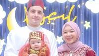 <p>Ketika menginjak usia 4 tahun, Isti dan Musab menggelar acara syukuran untuk sang putri. Uniknya, mereka tampil memakai baju bernuansa Turki. Lihat saja potret Aycil yang bikin gemas! (Foto: Instagram: @istialqadri)</p>