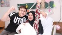 <p>Isti dan Musab dikaruniai anak pertama berjenis kelamin perempuan apda Oktober 2020 lalu. Ia melahirkan seorang bayi yang sangat cantik bernama Aycil. (Foto: Instagram: @istialqadri)</p>