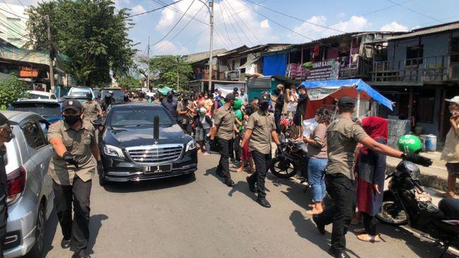 Presiden Joko Widodo berkeliling Jakarta didampingi rombongan pasukan pengamanan presiden (Paspampres) jelang perayaan Idulfitri.
