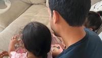 <p>Cara Mendikbud Nadiem Makarim membagikan potret sang putri sangat menyita perhatian. Ia tak pernah menampilkan wajah Si Kecil. (Foto: Instagram: @nadiemmakarim)</p>