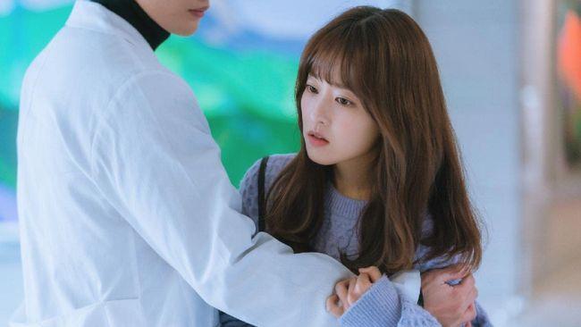 Aksi aktris Park Bo-young dapat bisa disaksikan di drama Doom At Your Service yang tayang mulai Selasa (11/5) di layanan streaming Viu.