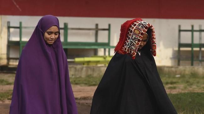 Ustaz asal Fakfak menerangkan kata Nuu Waar digunakan masyarakat Papua untuk menyebut pulau terbesar di ujung timur Indonesia, sebelum jadi Irian.