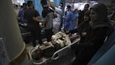 Sebanyak 20 orang tewas termasuk sembilan anak-anak dalam serangan udara yang diluncurkan Israel ke Palestina, Senin (10/5).