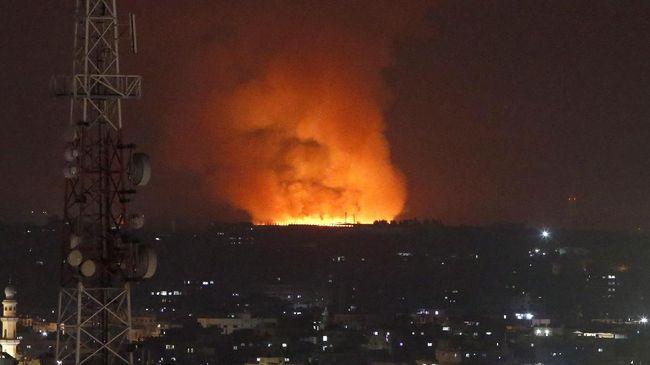 Israel mengatakan bahwa mereka telah menggempur 130 target militer di Gaza dalam serangan balasan roket Hamas.