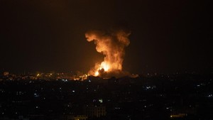 Gempuran Udara Israel Balas Serangan Roket Hamas