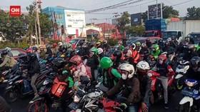 VIDEO: Pemudik Motor Penuhi Jalur Pantura Cirebon