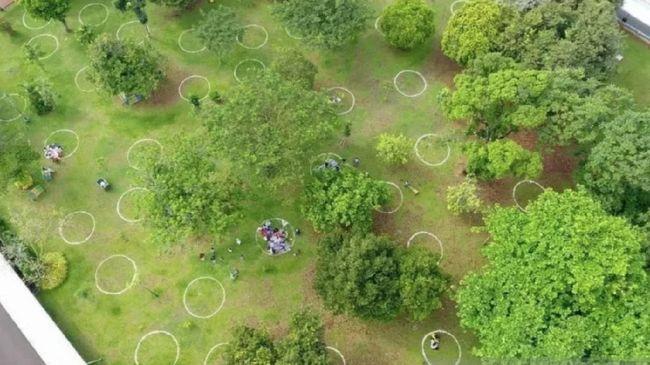 Pengelola Taman Margasatwa Ragunan membuat lingkaran khusus demi mengantisipasi kerumunan menghadapi masa libur Lebaran.