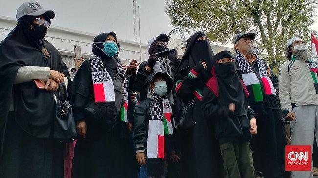 Sekelompok warga Bandung yang tergabung dalam Aliansi Umat Islam Jabar Peduli Palestina gelar aksi untuk kecam serangan di Al-Aqsa.