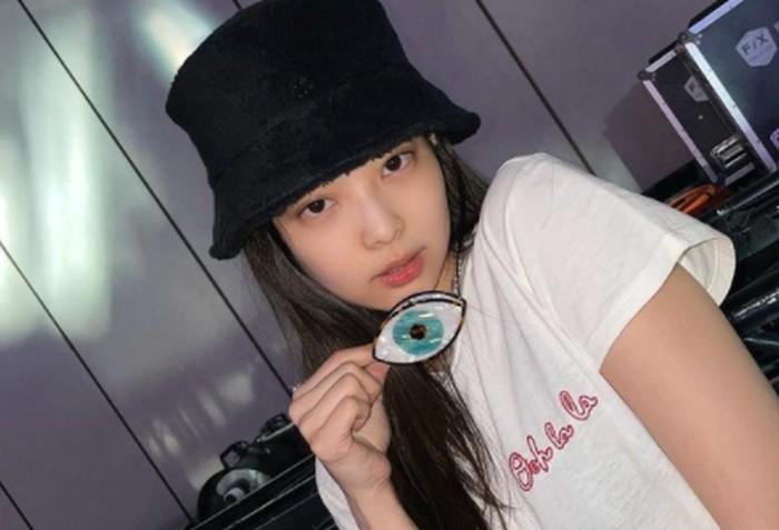 Di balik wajahnya yang imut-imut, Jennie memegang posisi sebagai main rapper di Blackpink/ foto: instagram.com/jennierubyjane