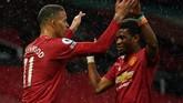 Kekalahan Manchester United dari Leicester City membuat Manchester City juara Liga Inggris dan Liverpool terpuruk di luar empat besar.