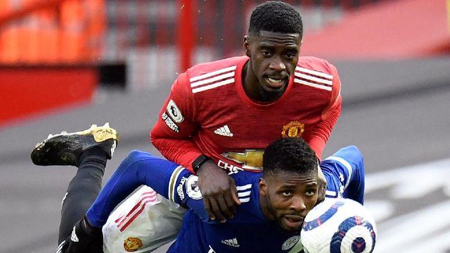 Banyak netizen yang salah mengira Axel Tuanzebe menggunakan Apple Watch saat Man Utd dikalahkan Leicester City.