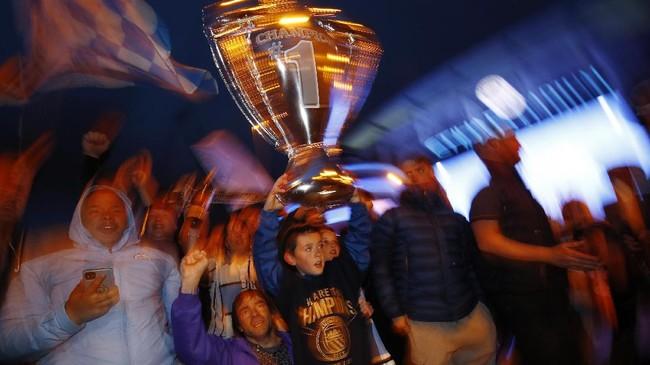 FOTO: Pesta Suporter Man City Usai Juara Liga Inggris