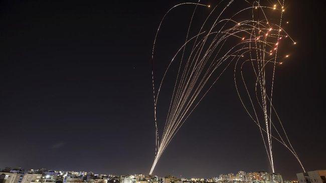 Seorang pejabat pertahanan Israel mengatakan Jalur Gaza akan kehabisan bahan bakar untuk generator listriknya pada Minggu (16/5).
