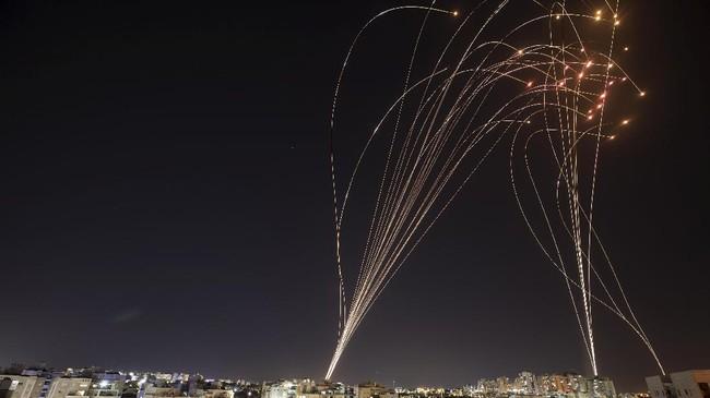 Ledakan di Langit Gaza, Dering Sirene di Tel Aviv