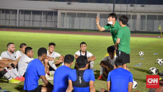 Pelatih timnas Indonesia Shin Tae Yong unggul atas Akira Nishino menjelang laga Indonesia vs Thailand dalam Kualifikasi Piala Dunia 2022.