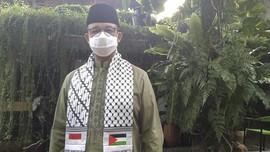 Anies Kenakan Serban Bendera Palestina saat Salat Ied