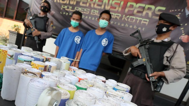 Dalam sepekan terakhir setidaknya delapan orang tewas karena ledakan petasan di sejumlah wilayah di Pulau Jawa. Terbaru ada di Kebumen (4) dan Kediri (1).