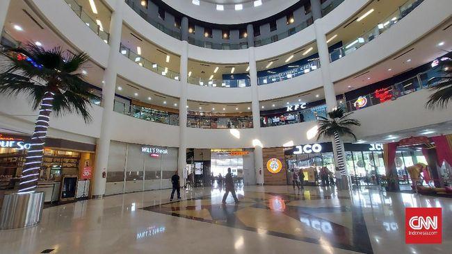 Sejumlah pusat belanja modern atau mal di Jakarta tampak lengang pada hari pertama Idulfitri 1442 Hijriah. Keramaian hanya terlihat di gerai makanan.