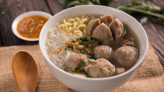 Setelah seharian makan hidangan bersantan dan pekat saat Idulfitri, jelang sore hari Anda bakal mendambakan makanan berkuah bening yang segar dan hangat.