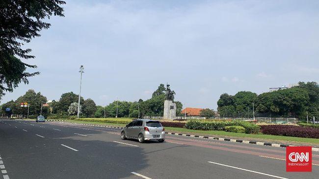 Sejumlah arus jalan di wilayah Jakarta Pusat terpantau lancar pada hari pertama Idul Fitri 1442 Hijriah yang jatuh pada Kamis (13/5).