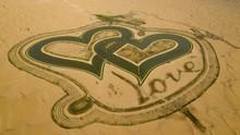 Love Lake, Danau Berbentuk Hati di Tengah Padang Pasir Dubai