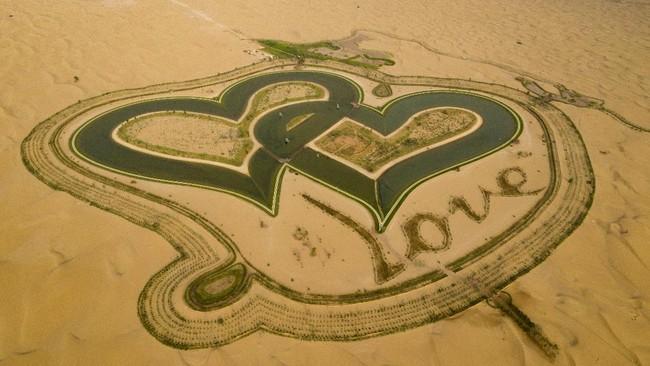 >Love Lake, Danau Berbentuk Hati di Tengah Padang Pasir Dubai