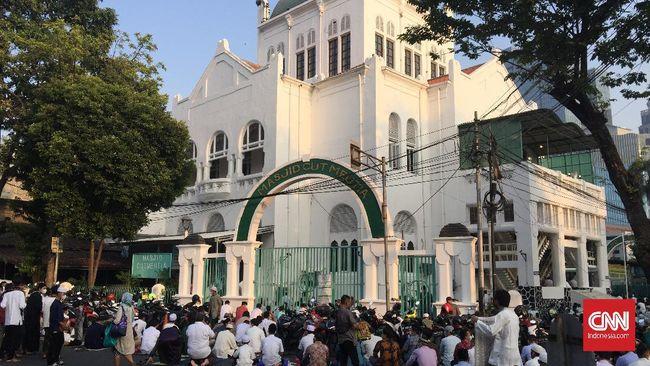 Masjid Cut Meutia, Menteng, Jakarta Pusat menggelar salat Ied berjamaah dengan menerapkan protokol kesehatan.