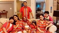 <p>Raffi Ahmad juga merayakan lebaran bersama keluarga nih, Bunda. Raffi juga merayakan lebaran bersama sang ibu mertua dan adik iparnya, Caca Tengker. (Foto: Instagram: @raffinagita1717)</p>