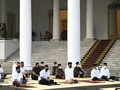 Jokowi dan Iriana Salat Ied di Istana Bogor