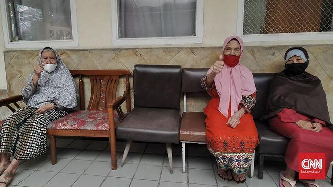 Panti Sosial Tresna Wredha di Bandung diisi belasan penghuni yang menyimpan beragam macam cerita.