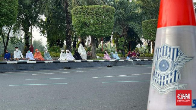 Salat Idulfitri di Semarang tak lagi menggunakan area lapangan luas melainkan memanfaatkan masjid dan musala di masing-masing wilayah demi memecah kerumunan.
